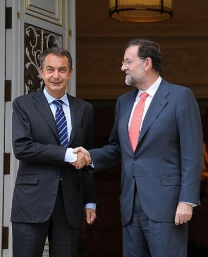 Zapatero-Rajoy-reunen-Moncloa-buscan.jpg