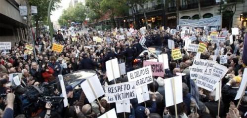 manifestantes_aclaman_Garzon.jpg